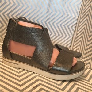 Eileen Fisher Metallic Gray Strap Shoes size 8.5